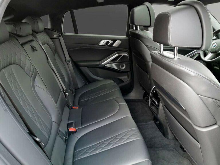 BMW-X6-M50i-Manhattan-v5